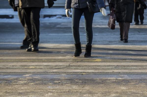 Женщина переходила дорогу по нерегулируемому пешеходному переходу