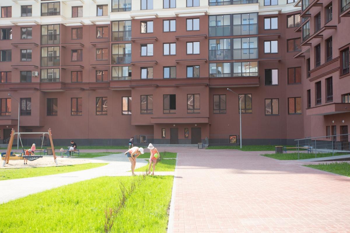 Двор «Первого Николаевского» — зеленый и залитый солнцем