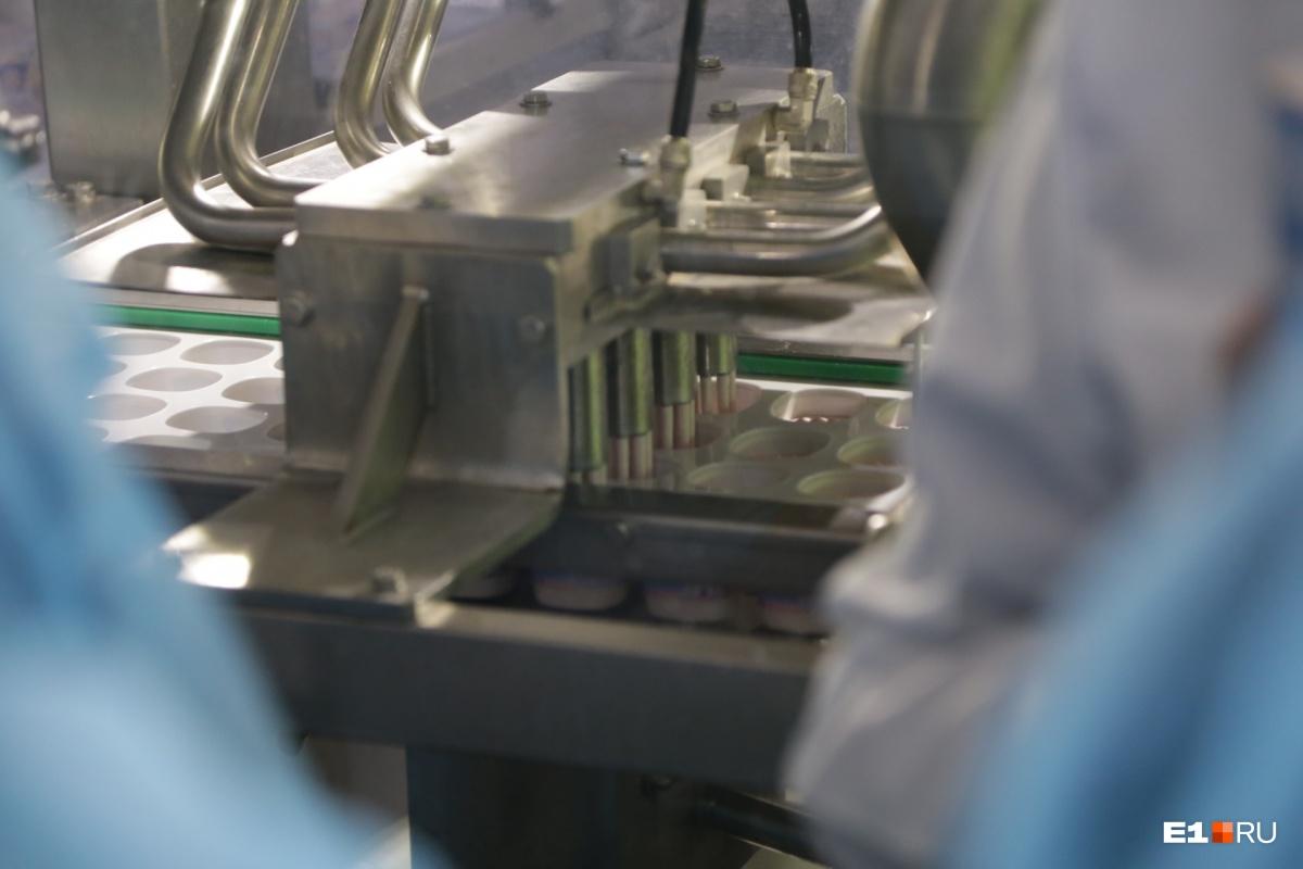 В час здесь может быть упаковано 9000 стаканчиков йогурта