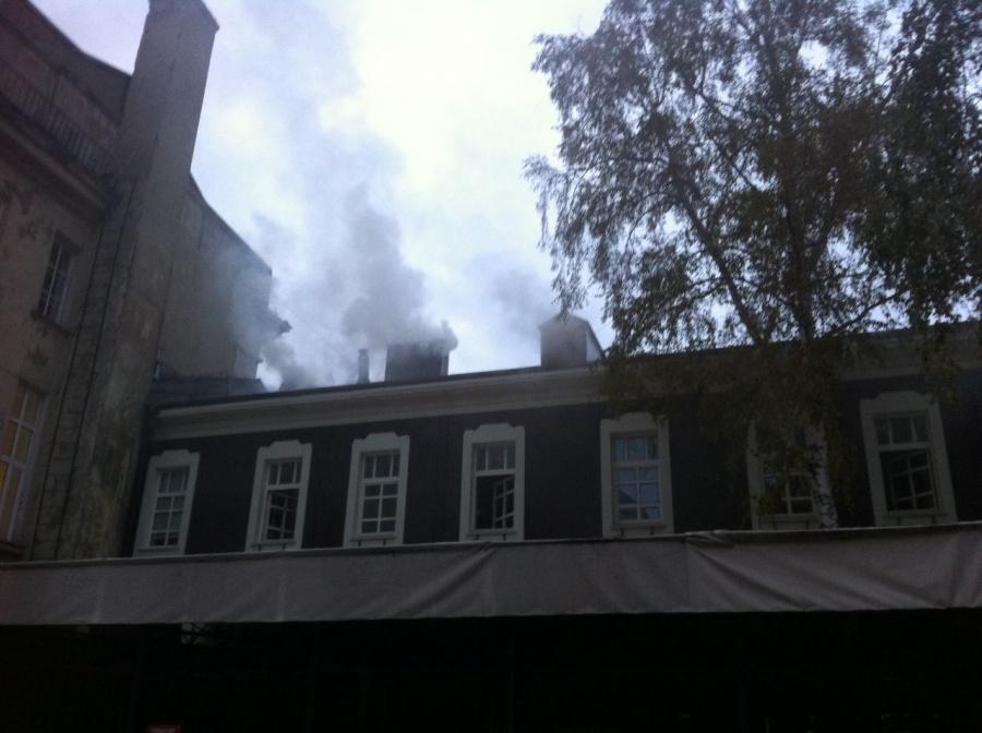 ВНовосибирске загорелась крыша здания, вкотором расположен бар Twiggy