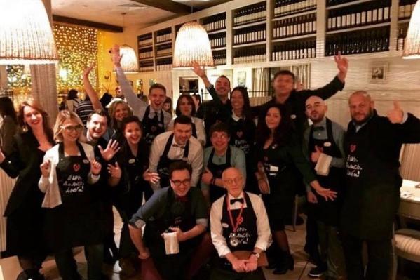Известные люди Красноярска примерили на себя роли официантов