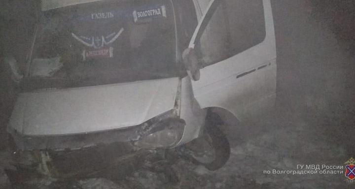 «Отлетевшая запаска разбила машину»: под Волгоградом в тройной аварии пострадали два человека