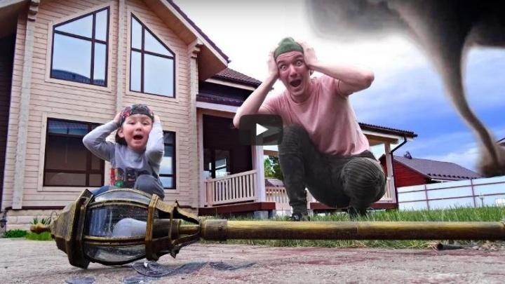 Только детям не показывайте: психологи обсудили ролики 4-летнего мальчика, ставшего звездой YouTube