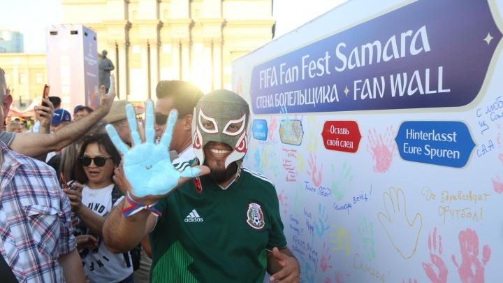 Отпечатки ладоней и автографы: на фан-фесте в Самаре установили стену болельщиков