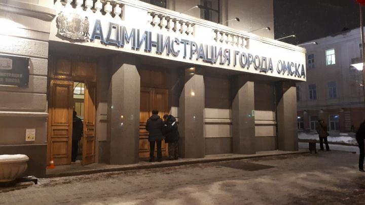 В Омске подожгли дверь мэрии
