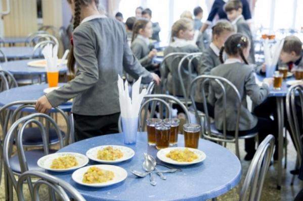 О питании в школах спросят каждого третьего ученика