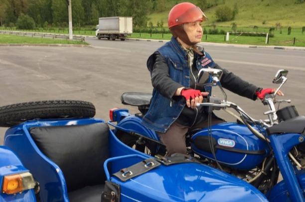 «70 лет за рулем мотоцикла»: легендарная нижегородская бабушка-байкер празднует день рождения
