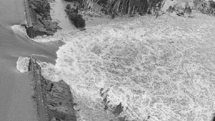 «Плотину прорвало на наших глазах»: 24 года назад страшное наводнение смыло свердловские посёлки