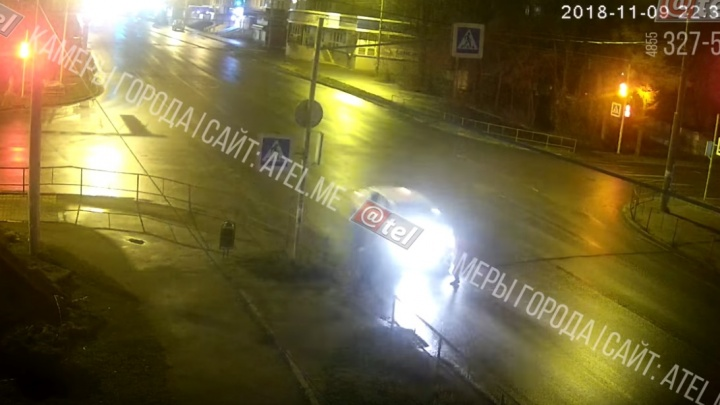 Подкинул пешехода через капот на большой скорости и скрылся: подробности аварии в Рыбинске