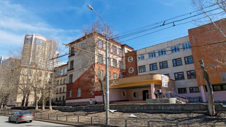 В Екатеринбурге из-за холодов закрыли гимназию: температура в классах опустилась до 12 градусов