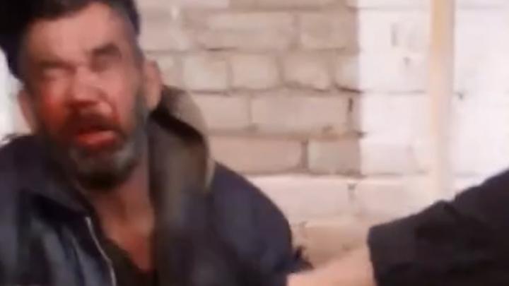 «Перед мальчишками решил себя показать»: в Башкирии мужчина с флагом разведки избил бродягу
