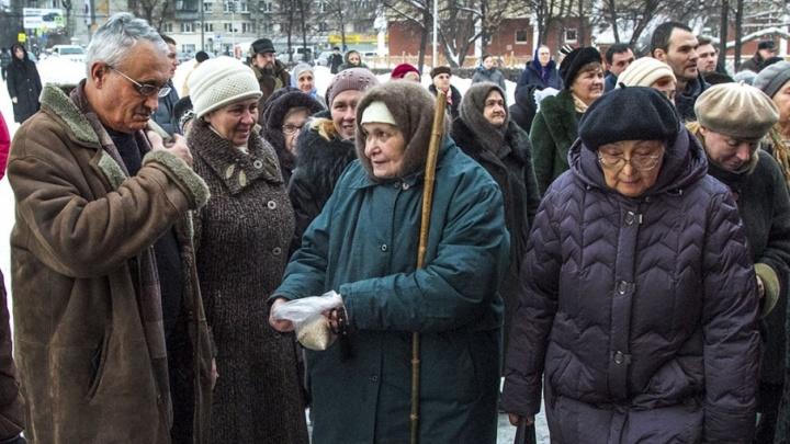Родственники сдавали деньги для жителей дома престарелых в Лесниках, а деньги в кассу не поступали