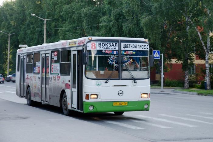 У проверяющих нашлись претензии и к перевозчику «Новосибирскпрофстрой ПАТП-1», который обслуживает маршрут  № 8  «Вокзал Главный – Цветной проезд»