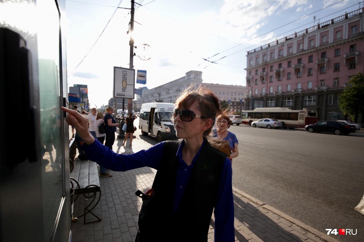 «Умная» остановка появилась на площади Революции в сторону ЧТЗ