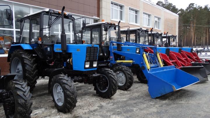 Лучше поздно, чем никогда: коммунальщикам Екатеринбурга купили новую снегоуборочную технику