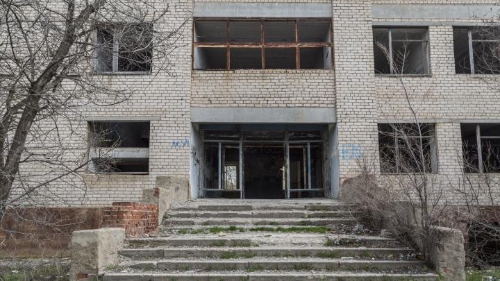 Под Волгоградом в заброшенном доме нашли мертвого подростка