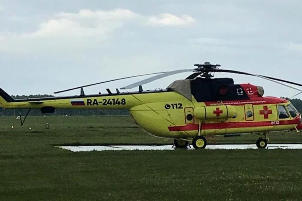 Вертолёты санавиации перевозят тяжелобольных пациентов