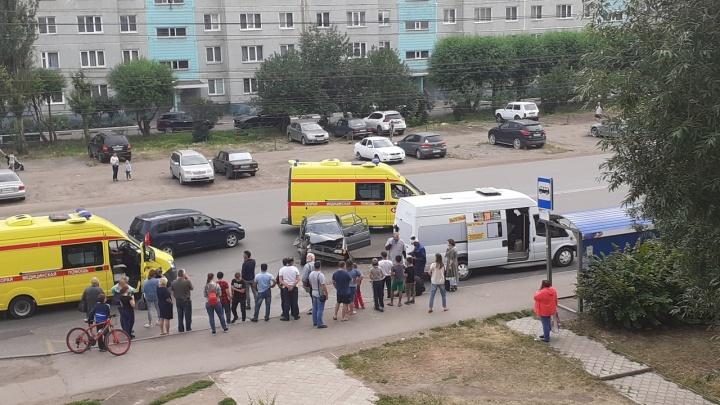 У «Фестиваля» произошло ДТП с маршруткой — пострадали шестеро взрослых и четырёхлетний ребёнок
