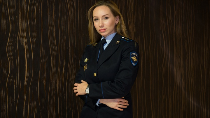 «Погоны я надела в 13 лет»: история красивой полицейской с Урала, в которую влюбляются обвиняемые