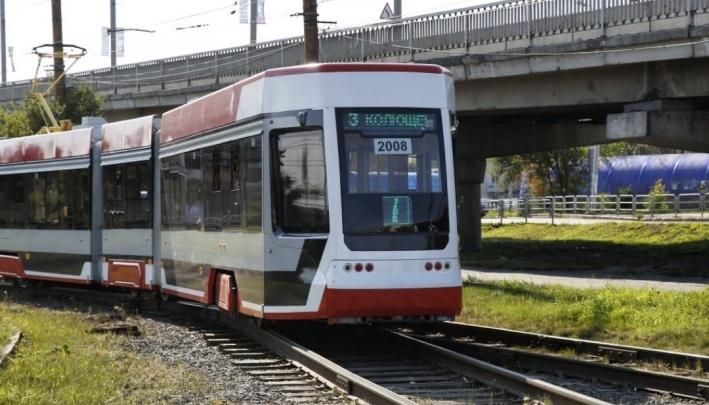 Челябинские транспортники рассказали, почему больше не выпускают новый трамвай с «гармошкой»