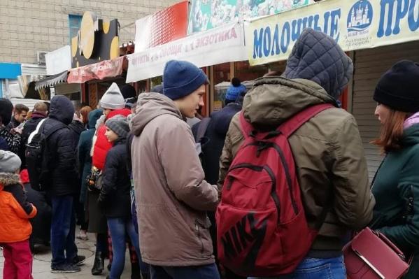 На своих страницах в соцсетях владельцы киоска пообещали раздавать бесплатные чебуреки всем желающим