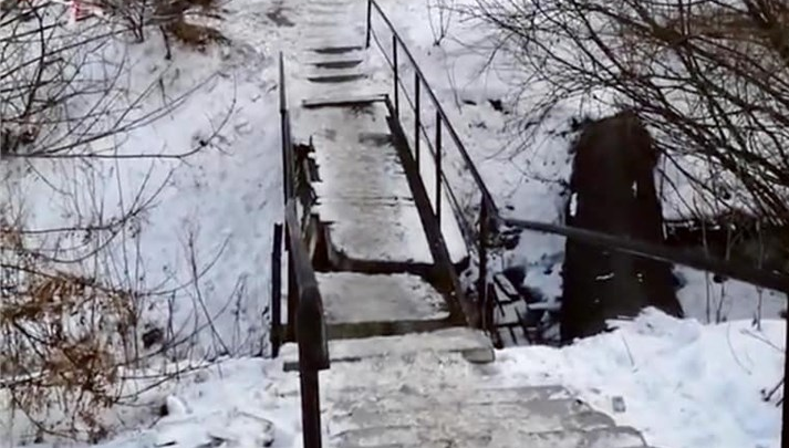 В Красноярске обнаружили аварийный мост