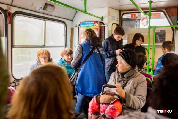 Мы проехали в автобусах, чтобы проверить, принимают ли к оплате банковские карты