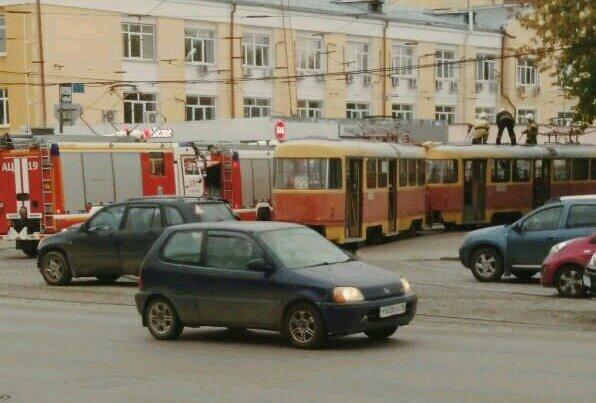 На Уралмаше эвакуировали пассажиров из загоревшегося трамвая