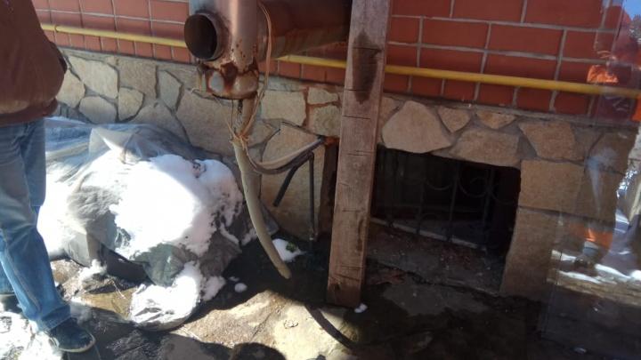 Отравились угарным газом: подробности ЧП в коттедже на Радужной, где пострадали пять человек