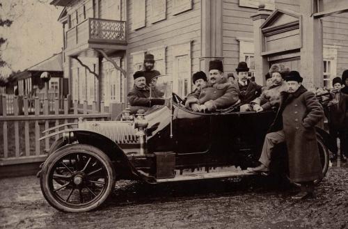Первые автомобили в Красноярске были рассчитаны всего на 10 лошадиных сил