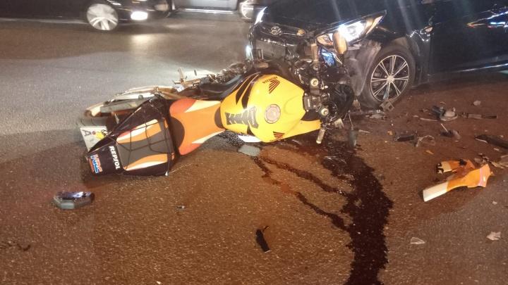 """""""Увезли прямо в шлеме"""": на 8 Марта произошла авария с мотоциклистом"""