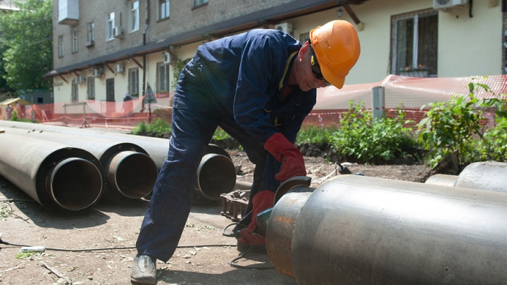 В Башкирии из канализационных труб текут нефтепродукты