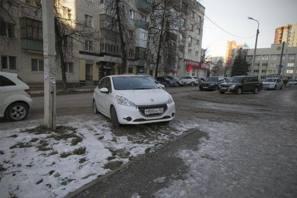 Присылайте нам на e-mail или в нашу группу во «ВКонтакте» фотографии с нарушителями правил парковки