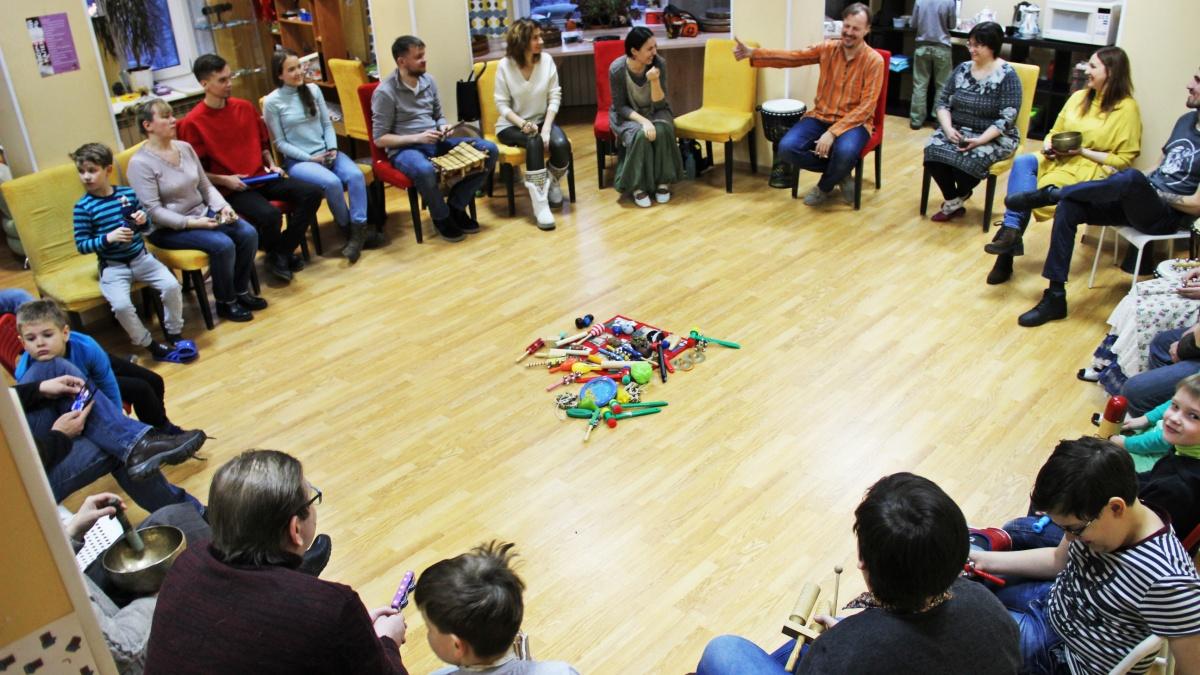 В арт-пространстве «Шишка» собрались желающие стучать в барабаны в течение 2–3 часов