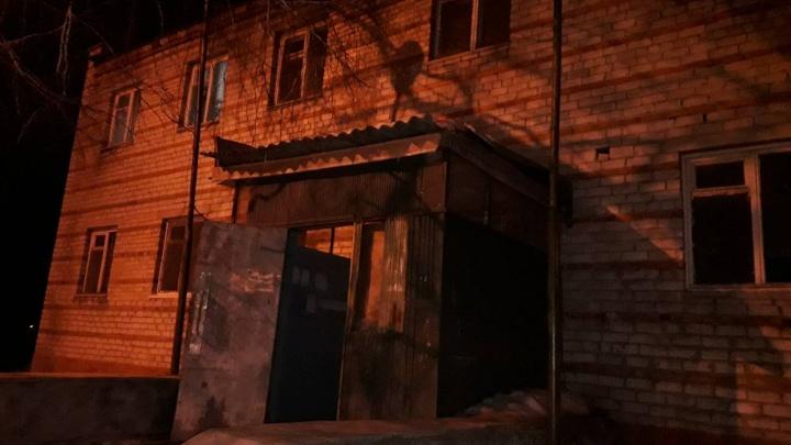 Ночью тюменцы, напугавшись обрушения дома, вызвали экстренные службы