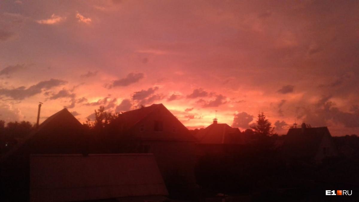 Такой рассвет всего в 20 километрах от Екатеринбурга