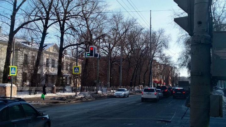 На светофоре на Масленникова — Подшипниковой поставили допсекцию для поворота