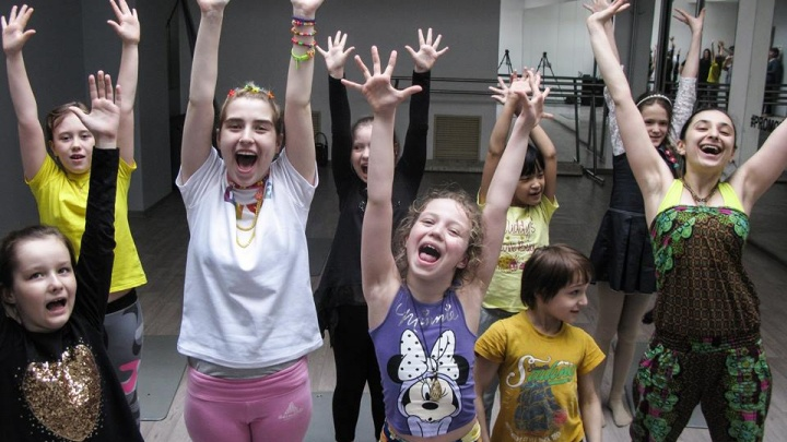 «Денег хватит на два месяца». В Екатеринбурге закрывают самую большую студию для детей с аутизмом