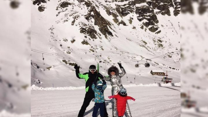 Утяшева и Воля выложили семейные фото с горнолыжного курорта