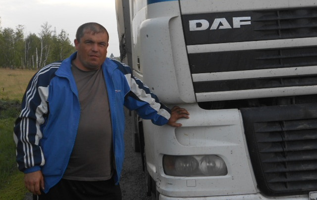 «Боялся, что не доеду — сознание потеряю по дороге»: таксист рассказал, как его ранили ножом