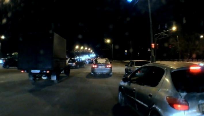 Группа разбора: подрезал автобус, упали пассажиры — ищем виновника бесконтактной аварии