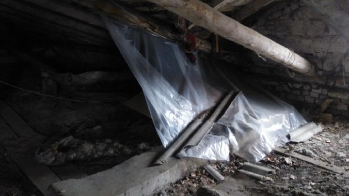 Ливень пробил насквозь построенный пленными немцами дом в Волгограде