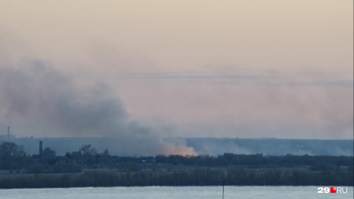 700 квадратных метров в огне, один погибший: на Кегострове тушат пожар в частных домах