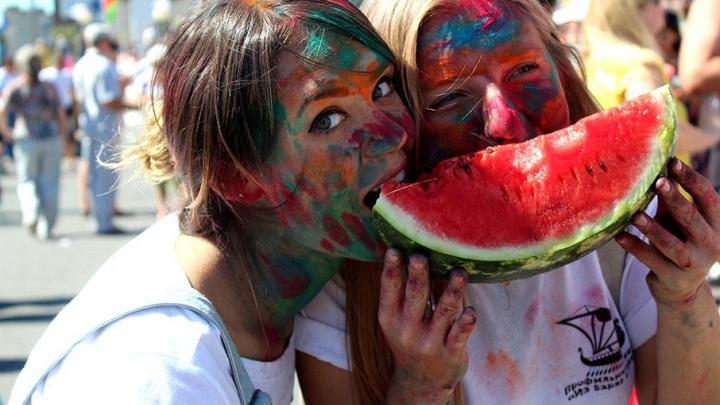 Летать на арбузах, есть арбузы, биться арбузами: полная программа летнего фестиваля в Камышине