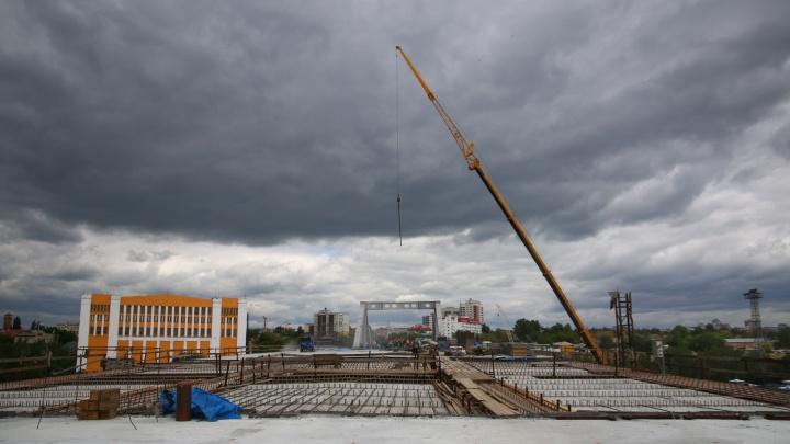 «Асфальтировать начнем летом»: когда по Фрунзенскому мосту проедут первые машины