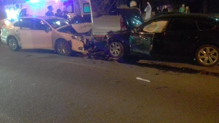«Водитель был пьяным»: иномарки столкнулись лоб в лоб на «Семи ветрах» в Волгограде