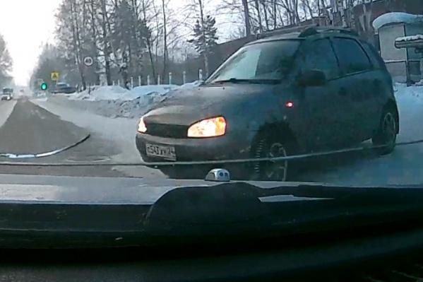 Машина резко выехала на дорогу и стала причиной ДТП