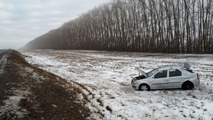 Из-за лихача на трассе в Башкирии иномарка улетела в кювет