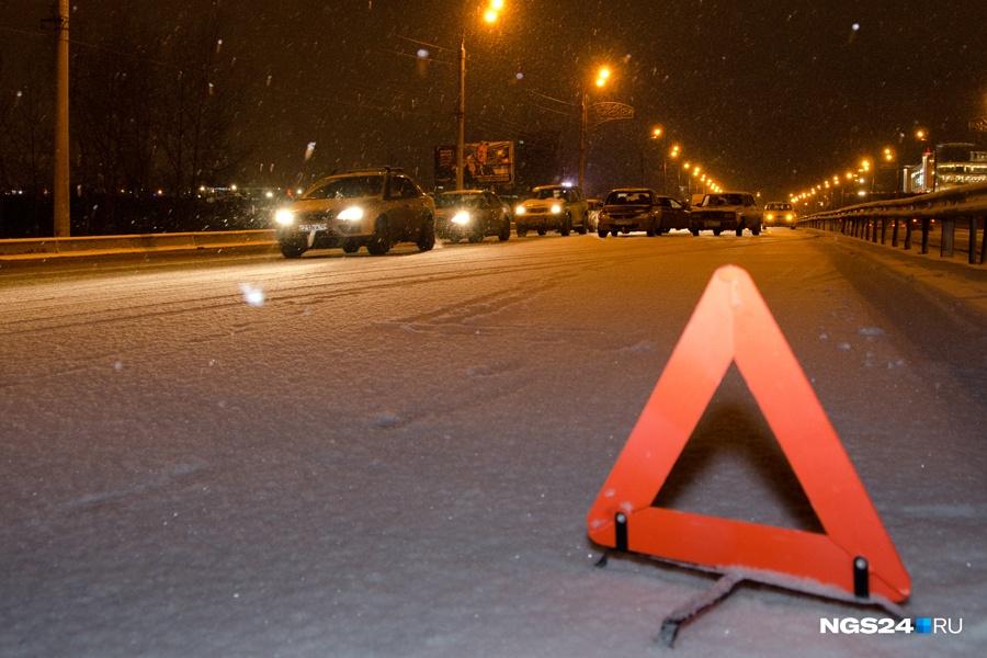 ВКрасноярском крае вДТП столкнулись иностранная машина савтобусом