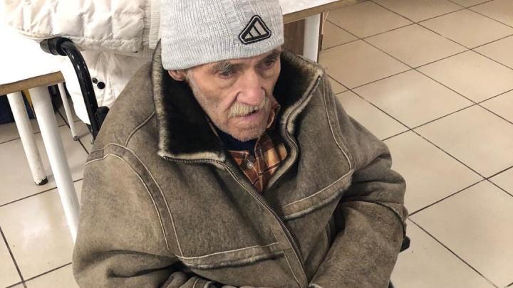 «Выкинули умирать»: в Челябинской области ищут родных тяжелобольного старика, потерявшего документы